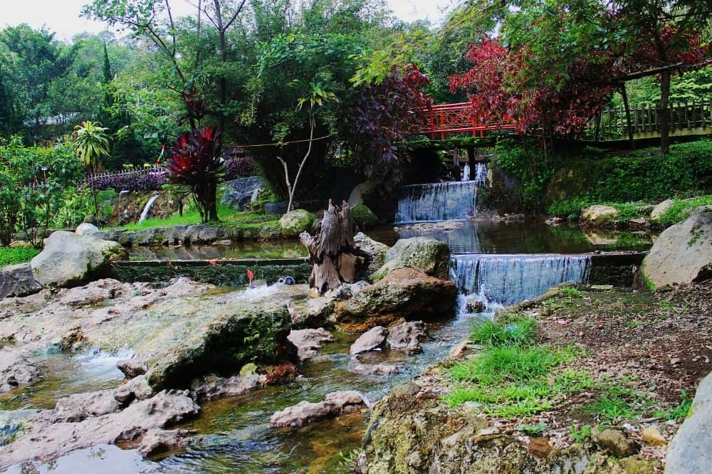 Pemandian Ciater Tempat Wisata di Lembang. Sumber: wisatabaru.com