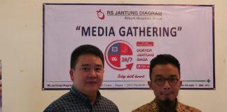 Dr. Jeffrey Wirianta (Kiri) dan Dr. M Barri Fahmi (Kanan)