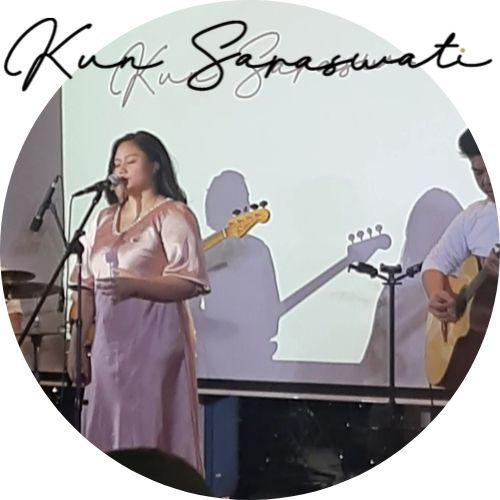 Kun Saraswati menyanyikan lagu Done